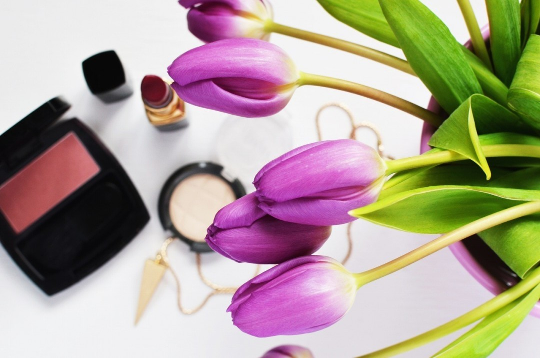 Make-up und tulpen und die love beauty box im test