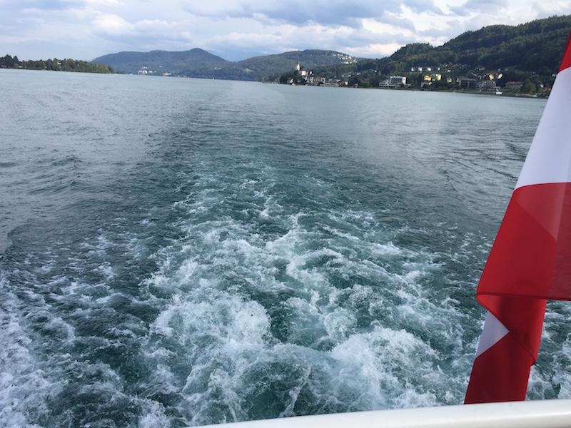 klagenfurt mit kind erleben und eine Bootsfahrt am wörthersee im Frühling machen