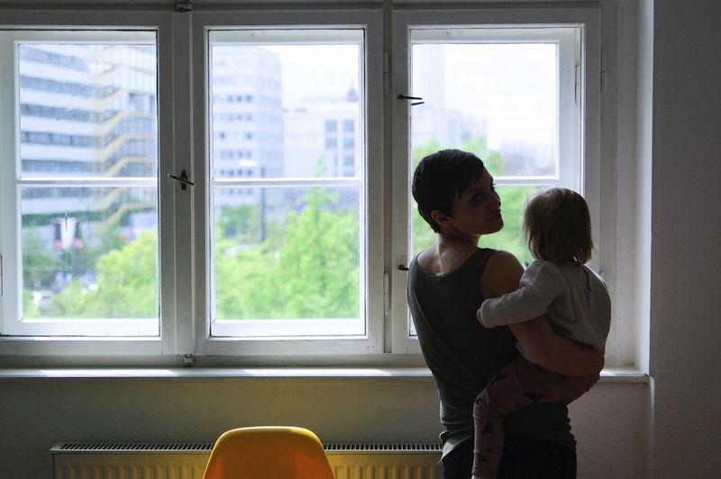 blick auf berlin mit Kleinkind