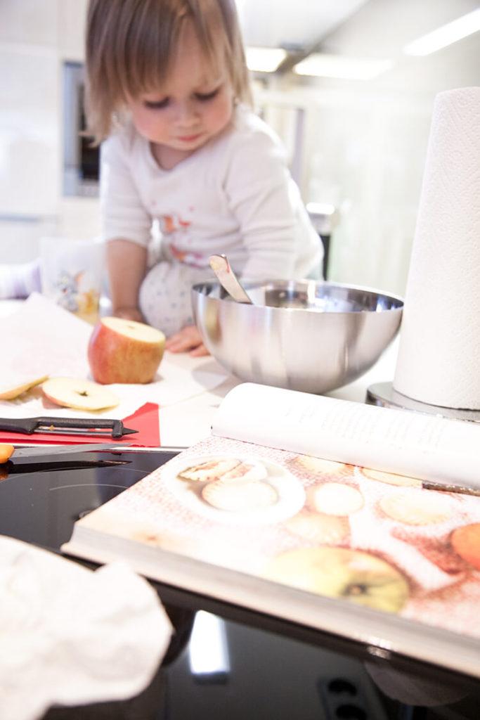 mini-and-me-ginger-in-the-basement-salz-kuesst-karamell-sonja-winkler-kochbuch-apple-pie-cookies-001