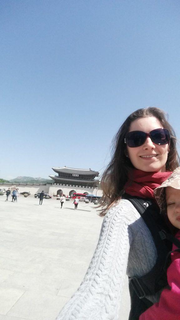 im Ausland leben mit kindern beim Sightseeing in seoul