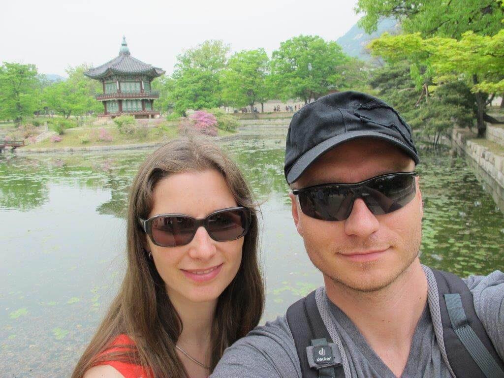 im Ausland leben mit kindern beim Tempel in Seoul