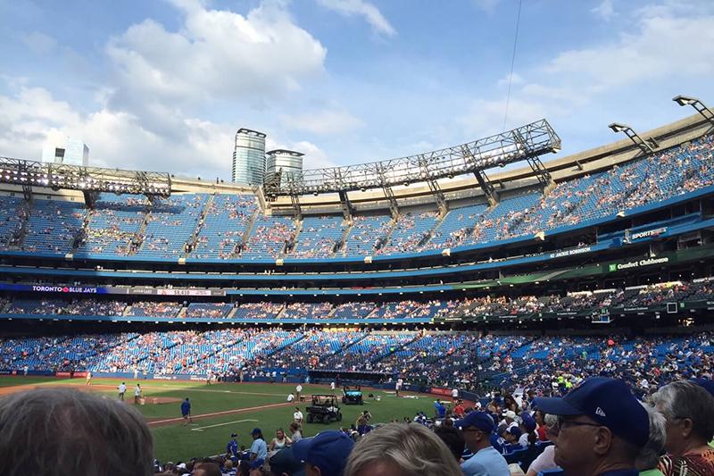 expat-leben als Familie mit kleinen kindern in kanada im baseball Stadion der Toronto blue jays