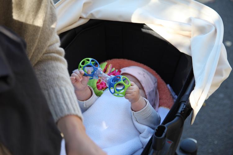 Ein Brief an die Mama, die ihr Baby im Wagen weinen ließ