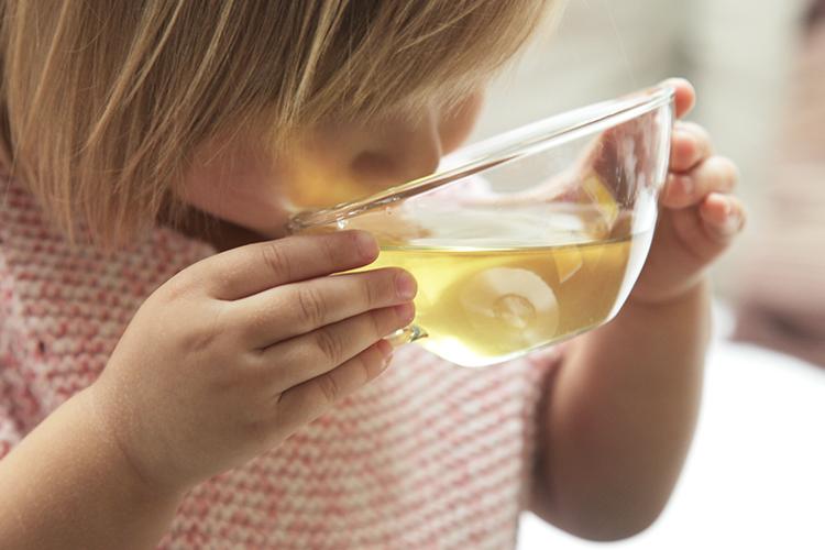 In Liebe geborgen: 3 Tipps für gemeinsames Entspannen mit Baby und Kleinkind