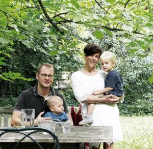 mini-and-me-miniandme-mama-blog-wien-lifestyle-leben-mit-kindern-babybett-wiege-stubenwagen-handarbeit-zirbe-bennis-nest-hanna-haboeck