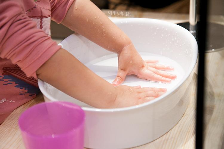 mini-and-me-miniandme-mama-lifestyle-blog-wien-leben-mit-kindern-montessori-waschplatz-zuhause-badezimmer8