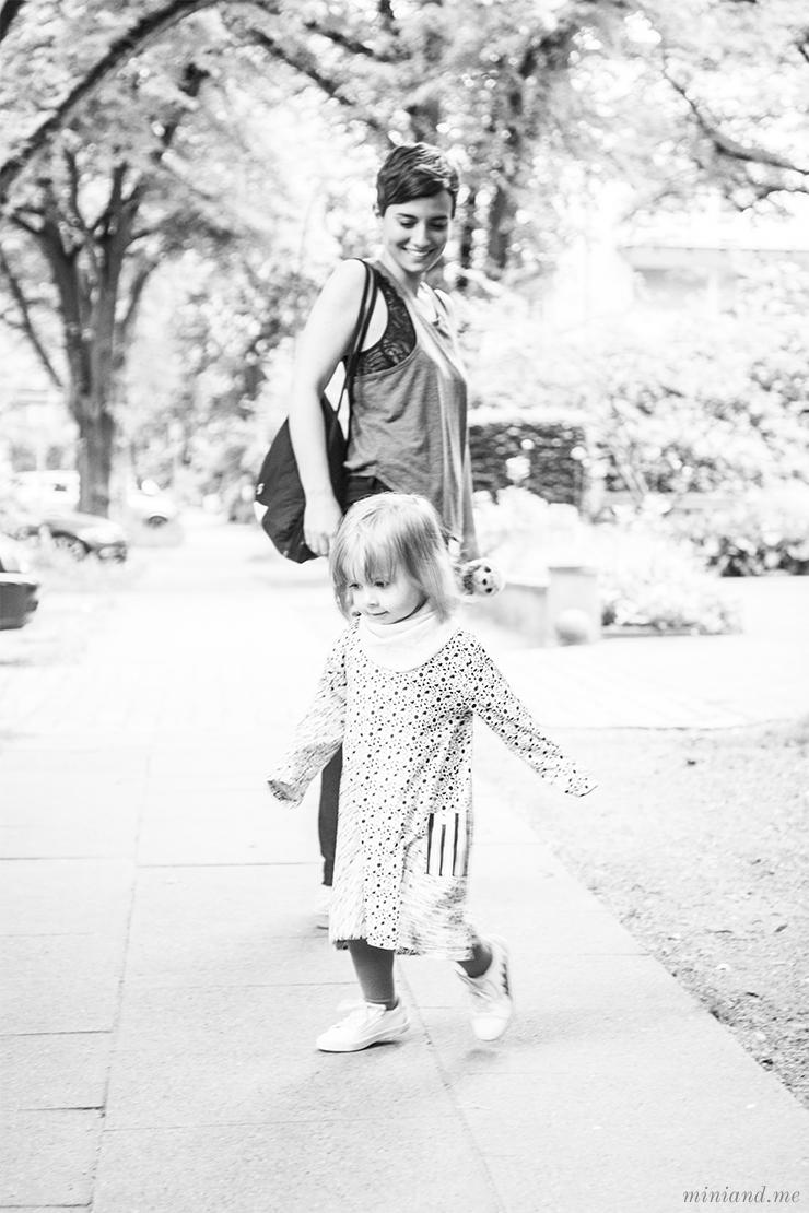 Erziehung: Wo bleibt das Gefühl? Die Grenzen von Attachment Parenting, Unerzogen und Co. (und über eigene Wege und wahre Begegnung)