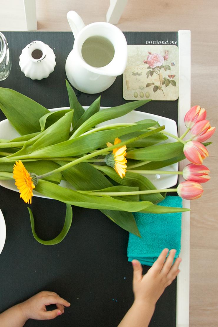 Montessori Montag: Blumen arrangieren - vorbereitete Umgebung