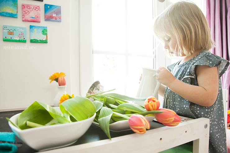 Blumen arrangieren: Montessori Montag mit vielen sinnvollen Übungen des täglichen Lebens