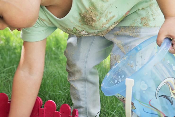 Keine Angst vor Schmutz! 35 spannende Outdoor Ideen für den Sommer (bei denen Kinder auch mal dreckig werden dürfen)