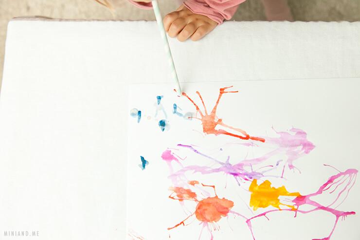 """Montessori verstehen: Was macht eine Übung """"Montessori inspiriert""""? Und: Wir malen mit Wind! (Montessori Montag, Montessori Monday, Montessori Ideen, Montessori Kleinkinder, Montessori Inspiration, Montessori Material, Montessori selbermachen, basteln mit kindern, malen mit kindern, Kleinkinder, rund ums kind, leben als Familie, Mini and Me)"""