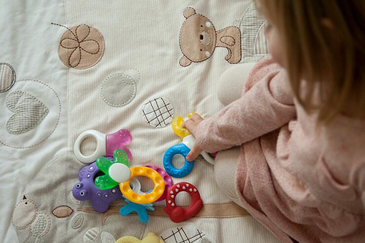 Tipps zum gewaltfreien Zähneputzen (Zahngesundheit bei Babys und Kleinkindern, Zahnärztin gibt Antworten, Zähneputzen Kleinkind, Zähneputzen Kinder, Unerzogen, Frei von Erziehung, Bedürfnisorientiert, Beziehungsorientiert, Leben mit Kindern, Zähneputzen, Mini and Me, bewusster leben, gewaltfrei leben mit Kindern)