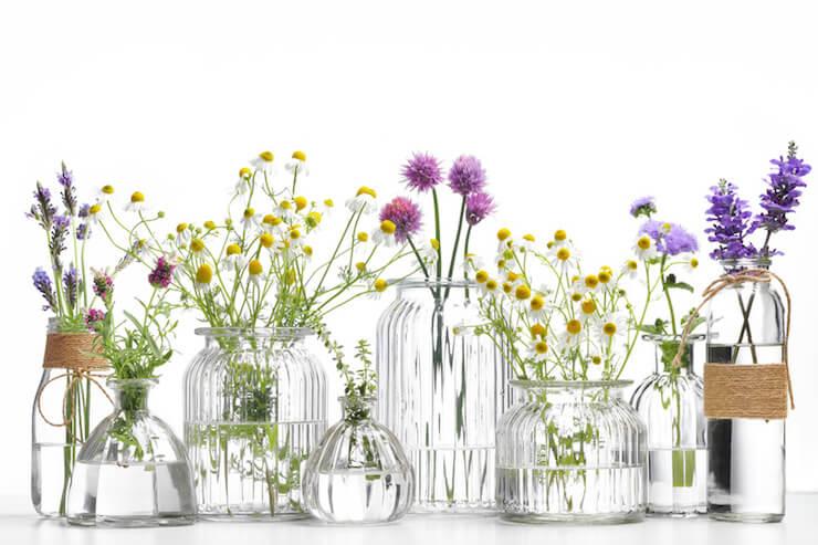 Aromatherapie: Wie ätherische Öle wirken und Rezept für Schutzöl und Entspannungsbad (Selbstliebe, Entspannung, Auszeit, Simple Living, Bewusstsein, bewusster leben, aroma, Aromatherapie, Entspannung, ätherische öle, Rosenöl, lavendelöl, aromapraktiker, Heilpflanzen, Weleda, mini and me) #aromatherapie #achtsamkeit #selbstfürsorge