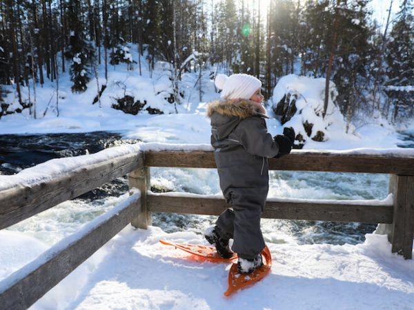 Outdoor Kleidungsguide für die ganze Familie: Richtig gekleidet von Gefrierpunkt bis Eiseskälte (Warm bleiben mit Schichten und Tipps bis zu Minus 30 Grad! Winterkleidung Kinder, Lappland, Winter mit Kindern, Reisen mit Kindern, Leben mit Kindern)