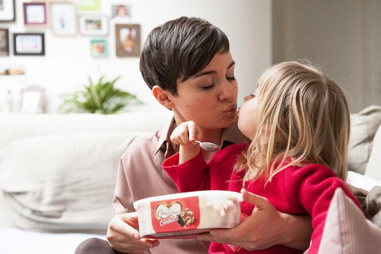 Gemeinsam in Erinnerungen schwelgen und gemeinsam neue erschaffen (Mini and Me, Erdbeeren Combino, Cremissimo, Werbung)