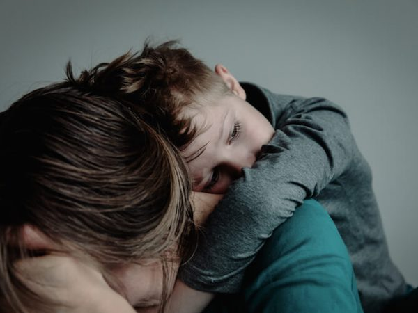 Über Gewalt an Kindern: Gastartikel von Ruth Abraham, der Kompass, Unerzogen leben (Mini and Me, Beziehungsorientiert, Beziehung statt Erziehung, Bindungsorientiert) #unerzogen #gleichwürdigkeit #lebenmitkindern
