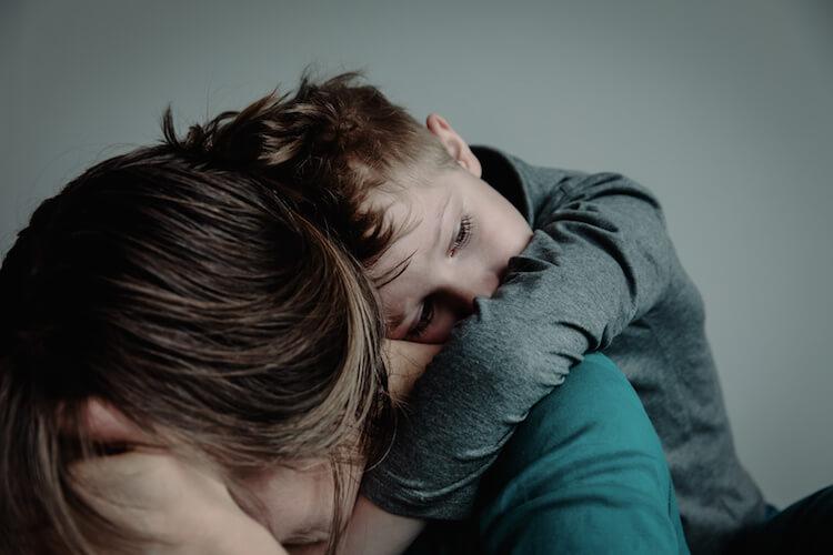 """""""Ich tu etwas, das ich nicht fühl!"""" – Über Gewalt an Kindern"""