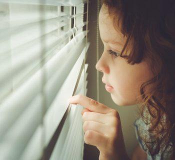 Trauer, Achtsamkeit und Selbstmitgefühl: Impulse für Kinder und Erwachsene (mit Video: Psychologe und Achtsamkeitslehrer Dr. Tobias Glück im Gespräch)