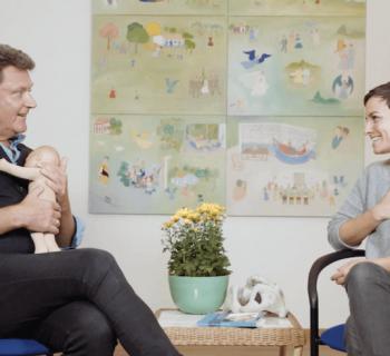 Emotionelle Erste Hilfe: Wie du durch Achtsamkeit das Weinen deines Babys sicher begleiten kannst (Video-Interview mit Thomas Harms)