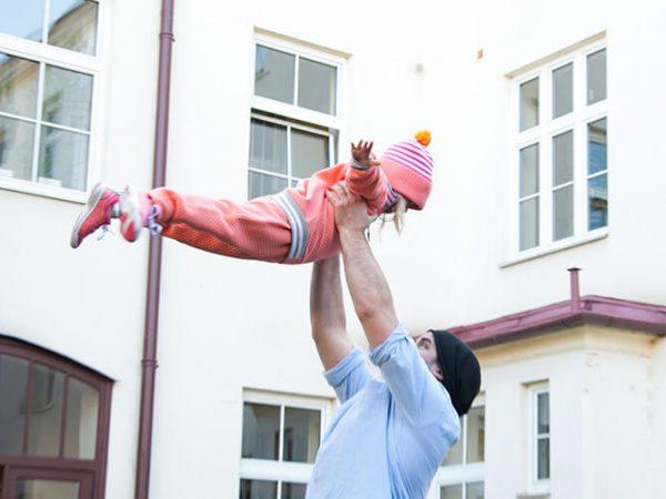 Minimalistischer Kinderkleiderschrank: Die Vorteile von weniger Kleidung und worauf wir beim Kauf der liebsten Kleidungsstücke achten sollten (Minimalistischer Leben, Minimalistischer Kleiderschrank, Leben mit Weniger, Weniger ist mehr, Leben mit Kindern, Kinderkleidung, Reima)