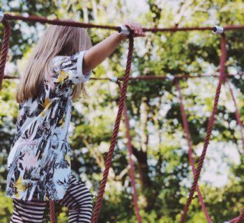 5 Ideen für Achtsamkeit in der Natur: Wie wir mit unseren Kindern im Herbst ankommen und ihn bewusst erleben können